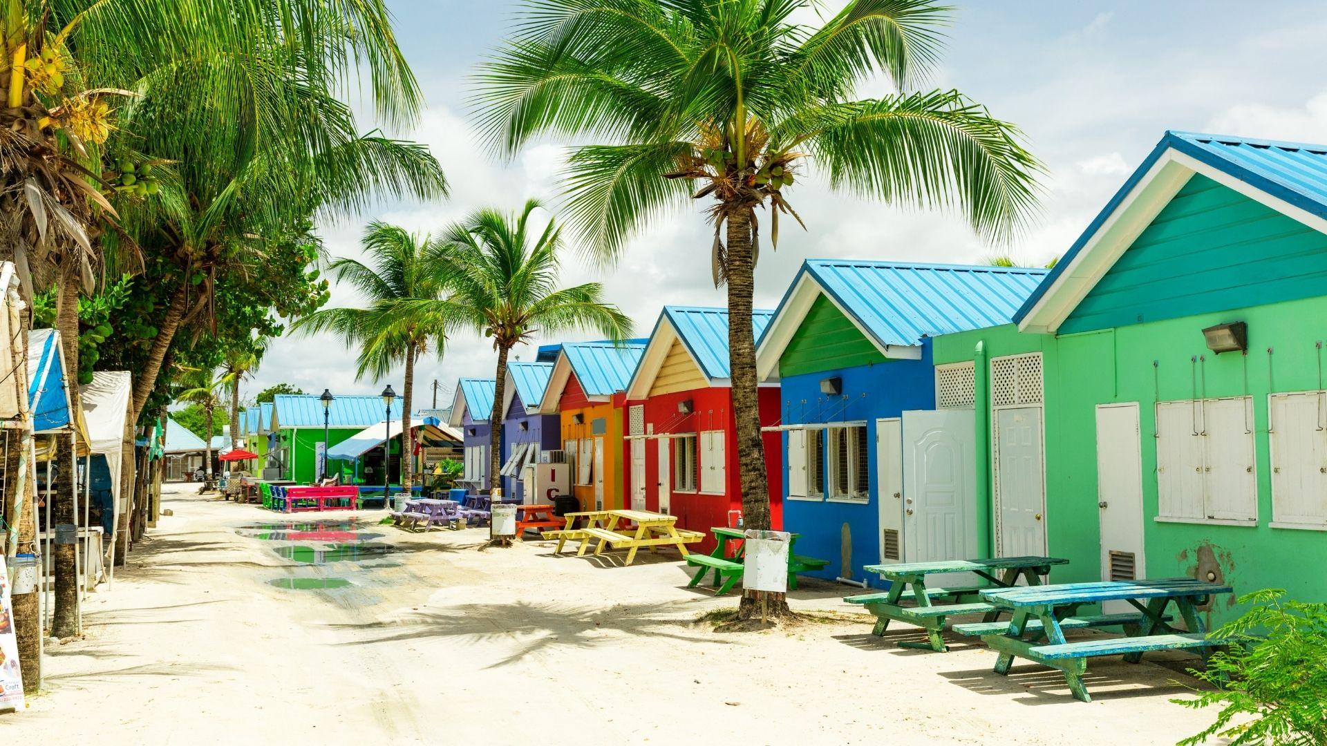 Karibikstrand mit Hütten