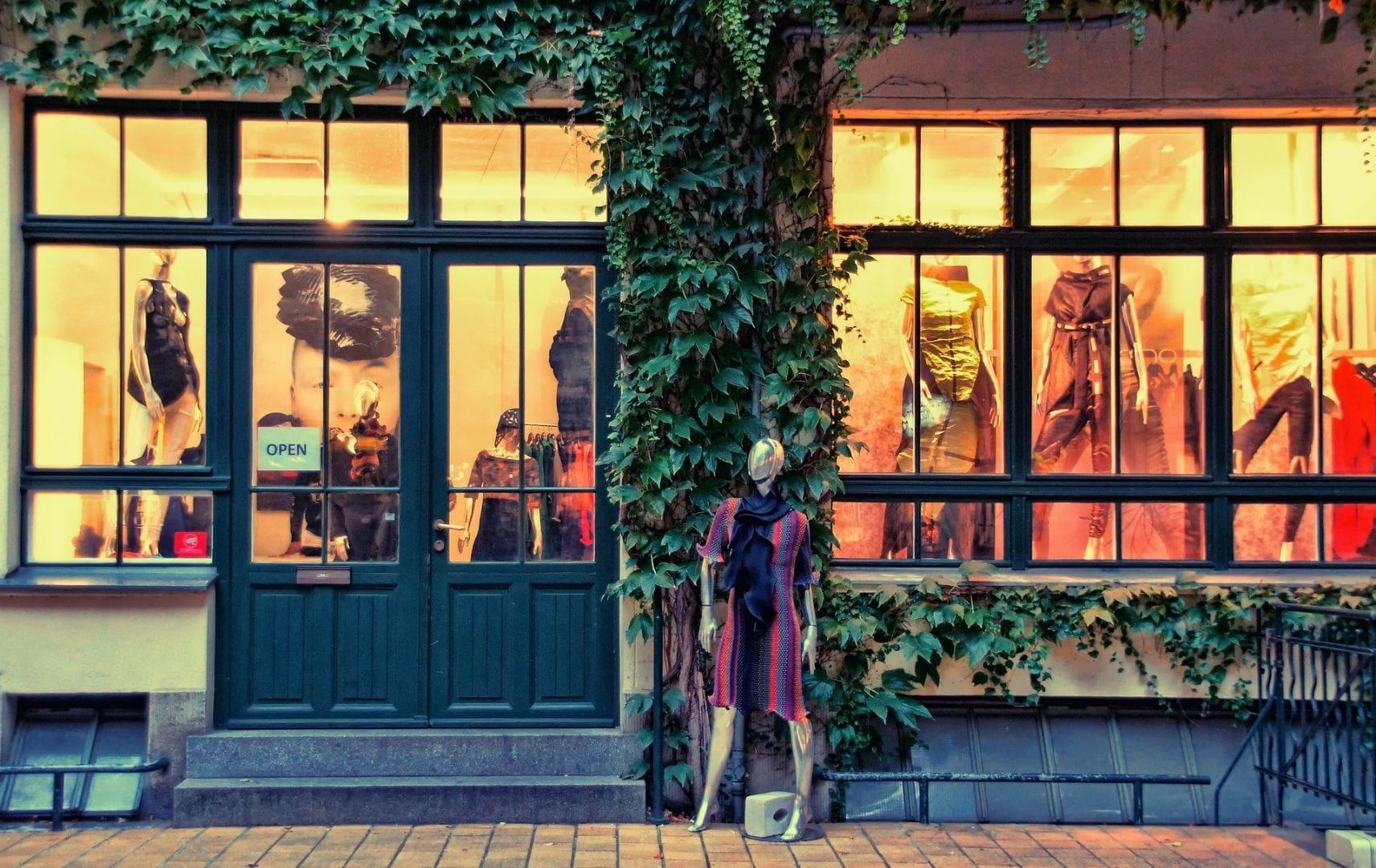 Schaufenster und Modepuppen