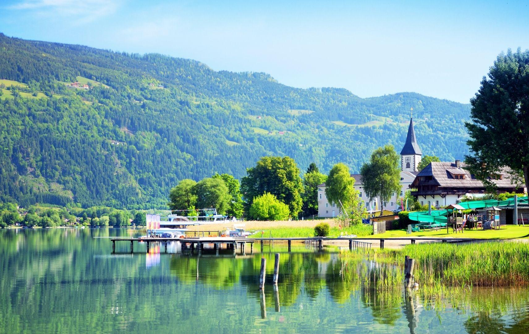 Dorf am See Landschaft