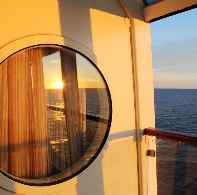 Guckloch Ausblick Balkon auf das Meer