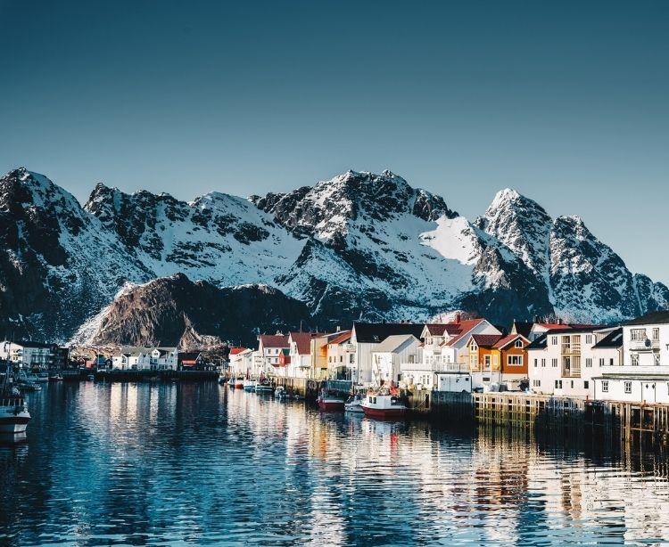 Norwegen - Fischerdorf in den Bergen