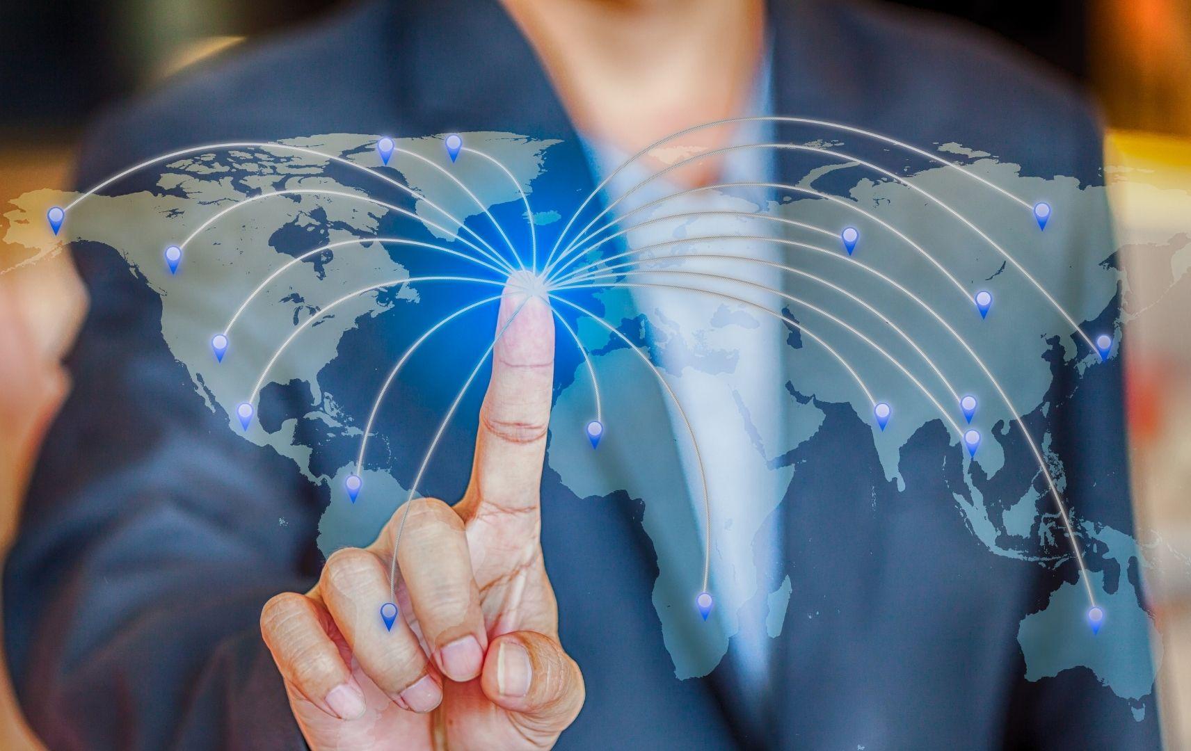 Globales Netzwerk - Finger auf Weltkarte