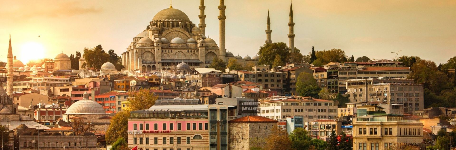 Türkische Moschee bei Sonnenuntergang