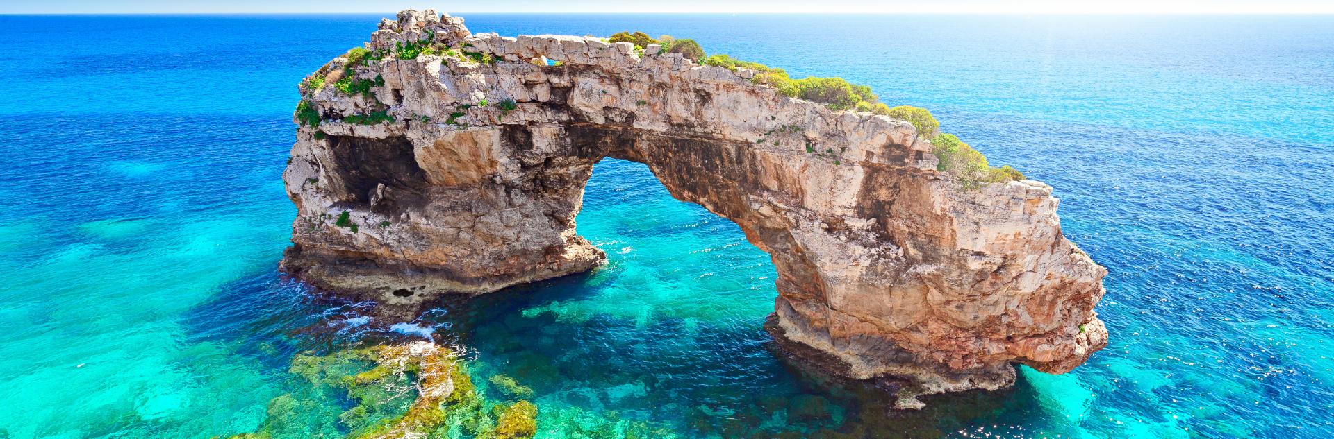Spanien - Steinbrücke im Meer