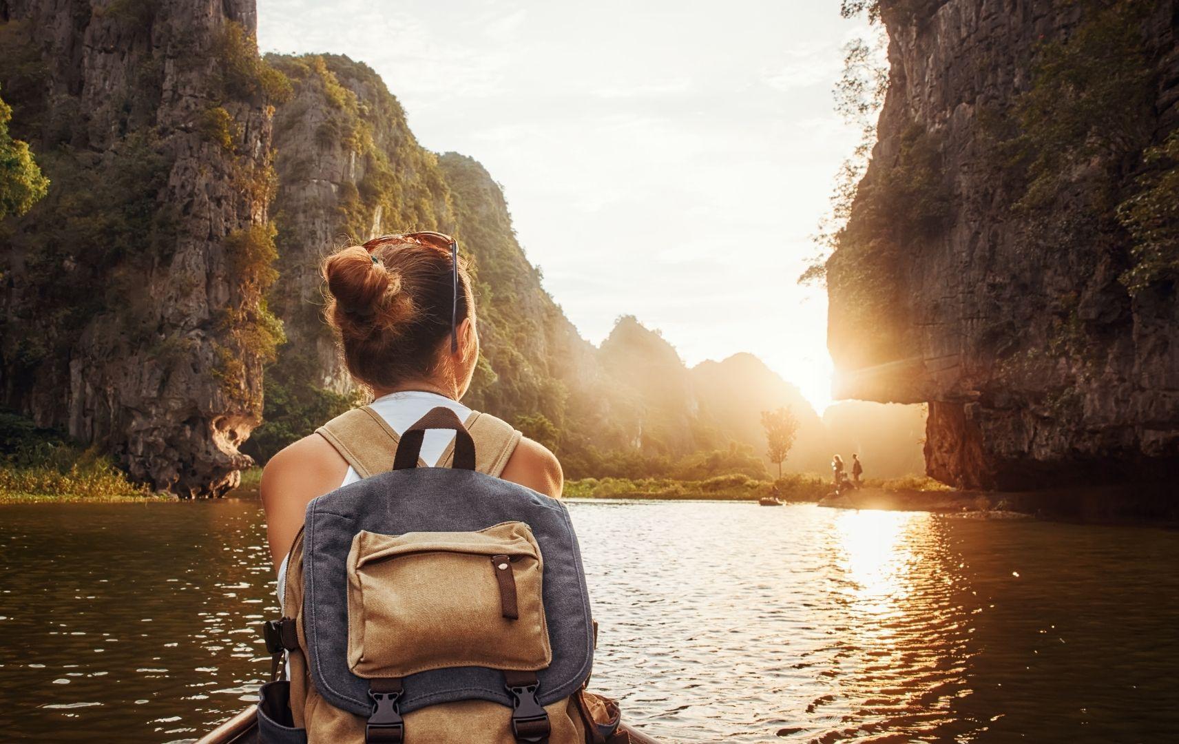 Fernreise Asien - Vietnam Frau auf Boot