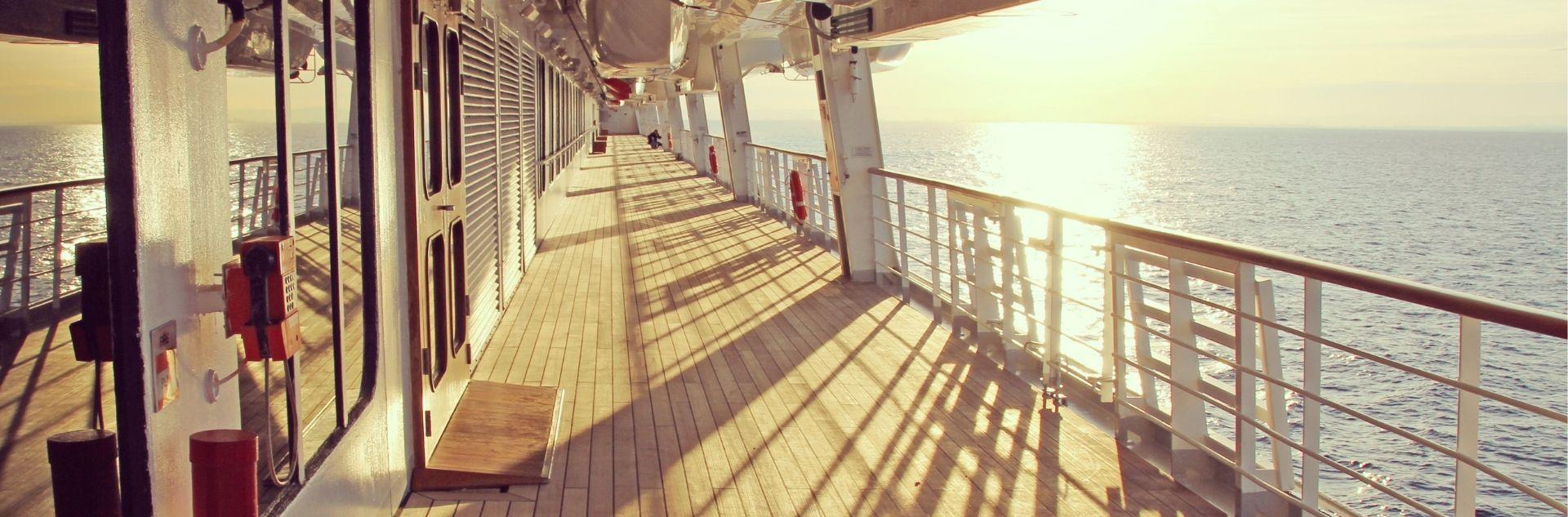 Kreuzfahrt - Blick auf das Meer vom Schiff