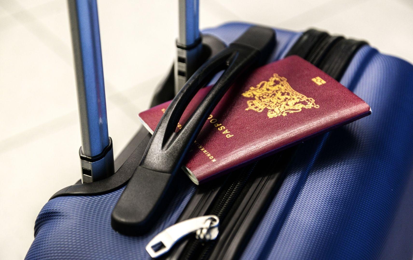 Kreuzfahrt - gepackter Koffer