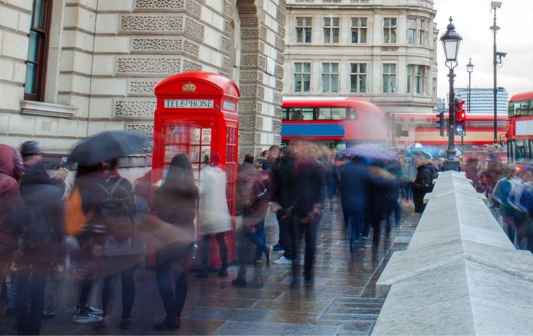 London City viele Menschen unterwegs auf den Straßen