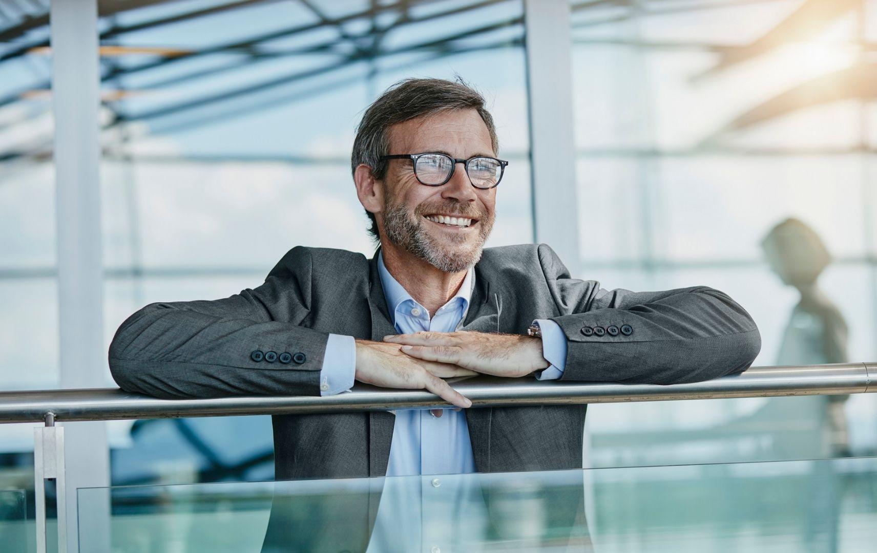 Marktführer Mittelstand - lächelnder Geschäftsmann