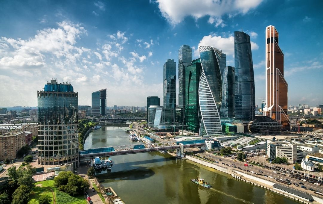 Moskau City Skyline am Fluss
