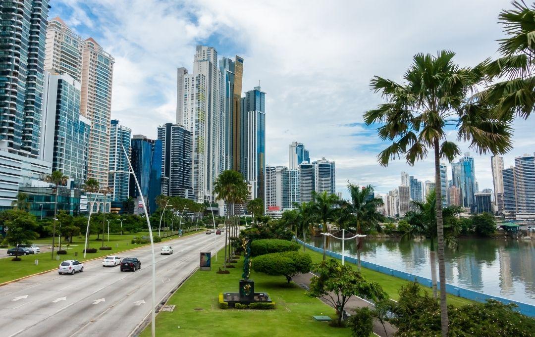 Panama City Skyline Küstenstraße