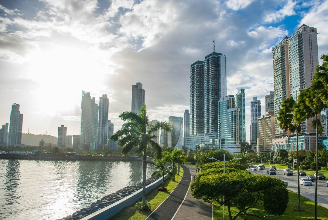 Panama City Skyline am Meer