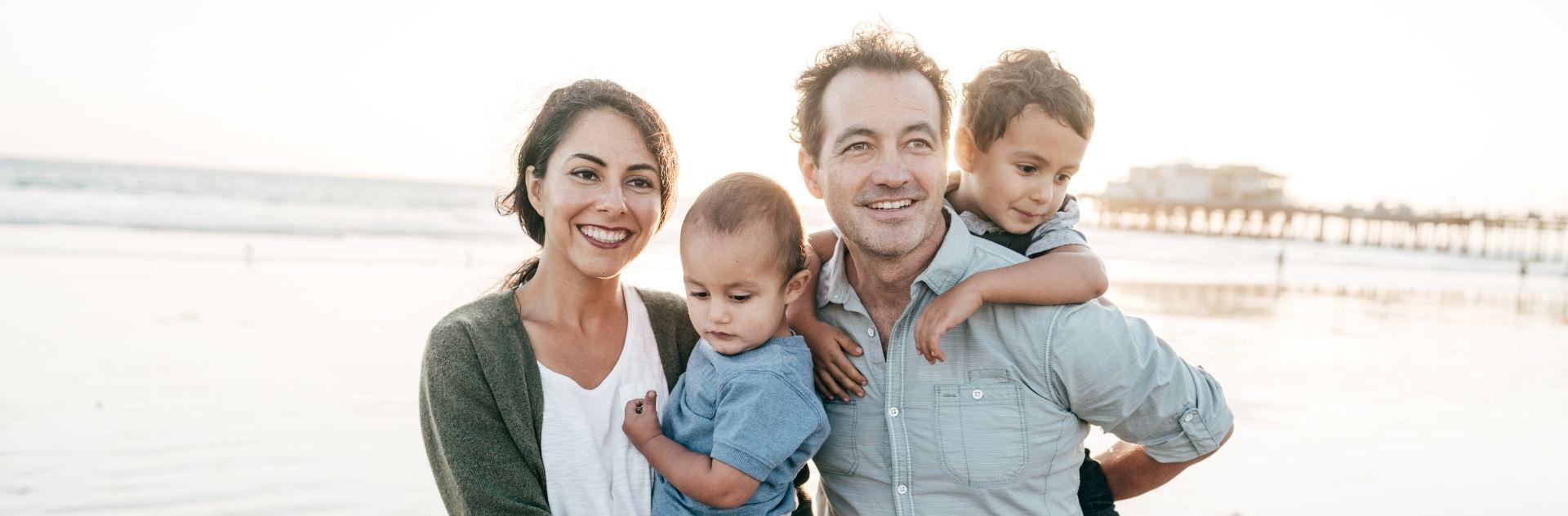 Reisen mit Kindern - Glückliche Familie
