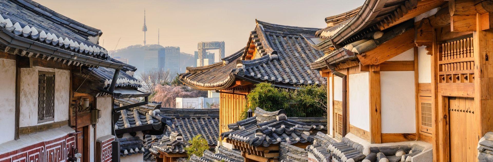 Seoul Bukchon Hanok Village und City Skyline