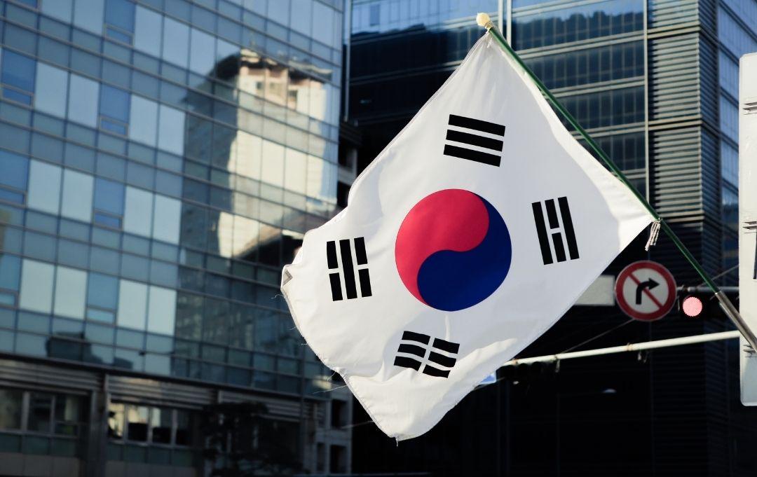 Seoul koreanische Flagge vor Hochhaus