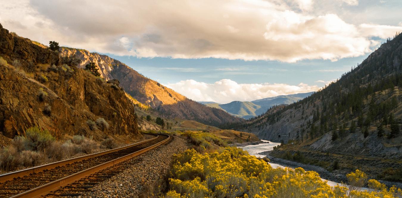 Aussicht Berge Eisenbahngleise
