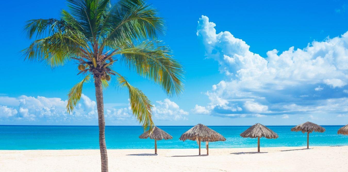 Curacao Strand mit Schirmen
