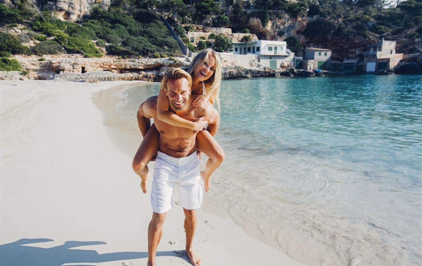 Mallorca - Paar am Strand
