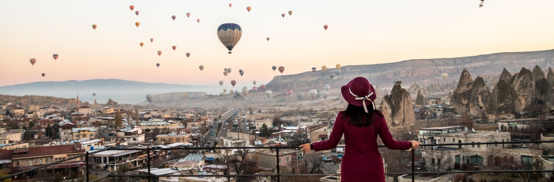 women with hot air baloon