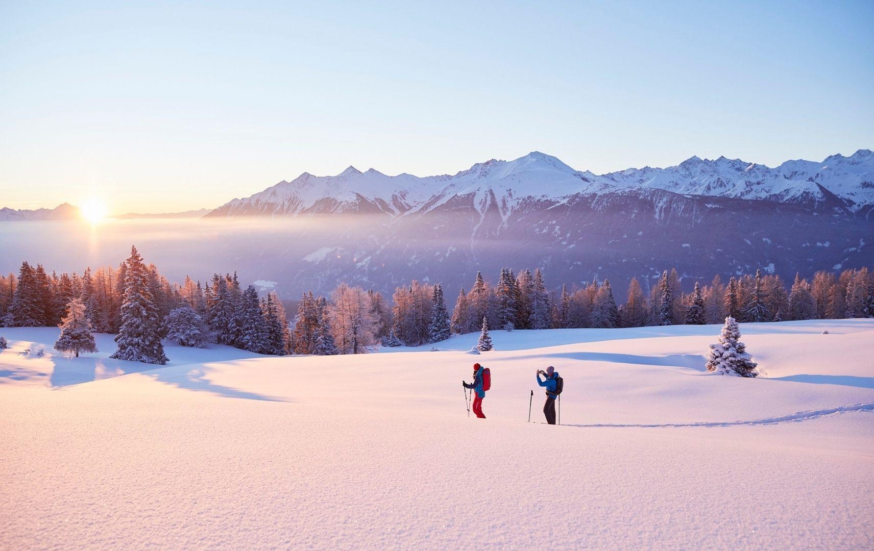 Ski Läuer in Schneebergen