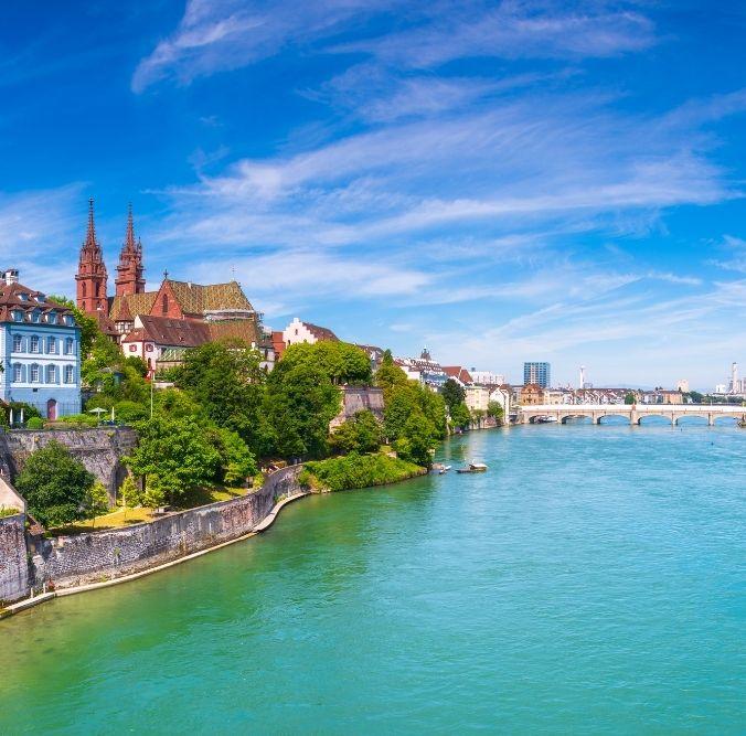 Basel Fluss und Häuser