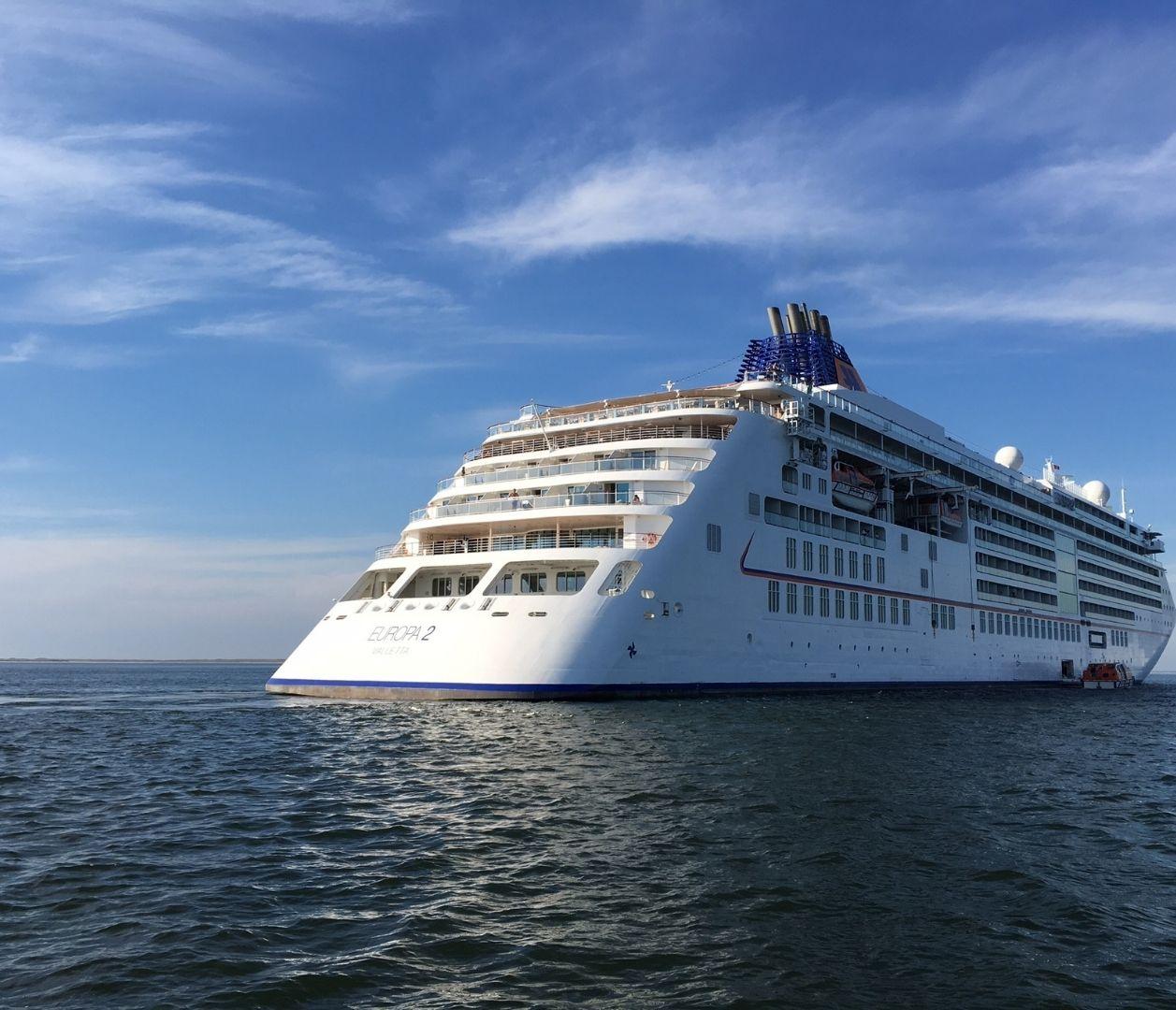 MS EUROPA 2 auf See von hinten