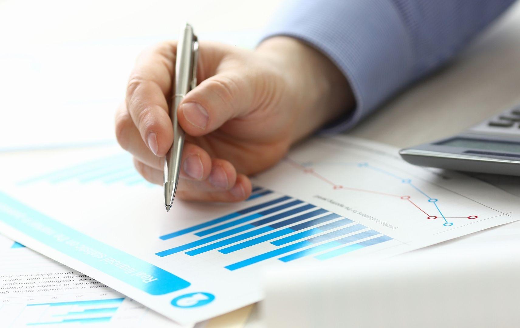 Account Management, Hand mit Zahlen