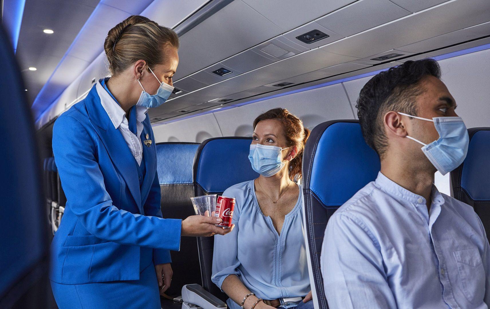 Getränkeservice an Bord von KLM