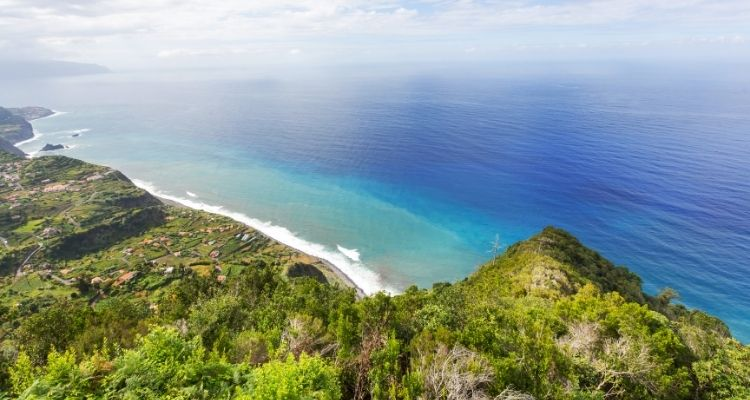 Madeira Blick aufs Meer von der grünen Insel