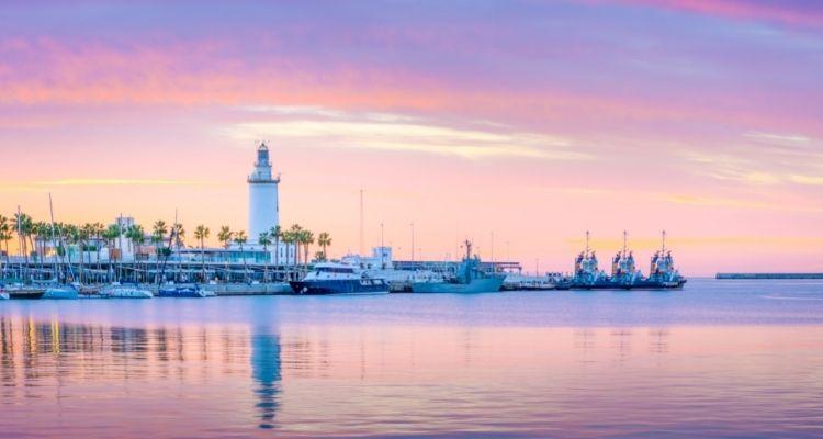 Malaga Hafen im Sonnenuntergang