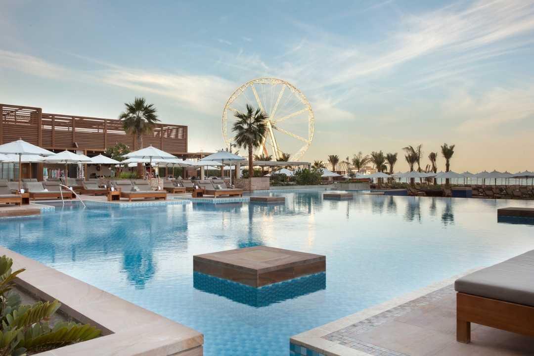 Rixos Premium Dubai: Blick vom Pool auf Ain Dubai
