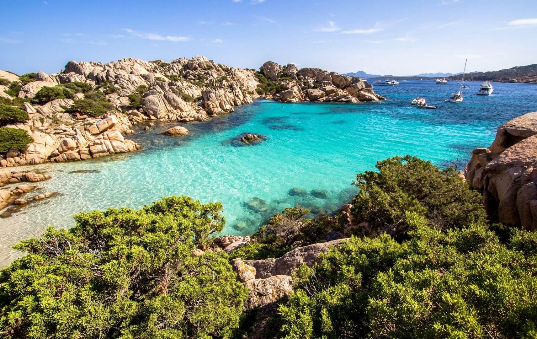 Strand von Cala Coticcio Sardinien