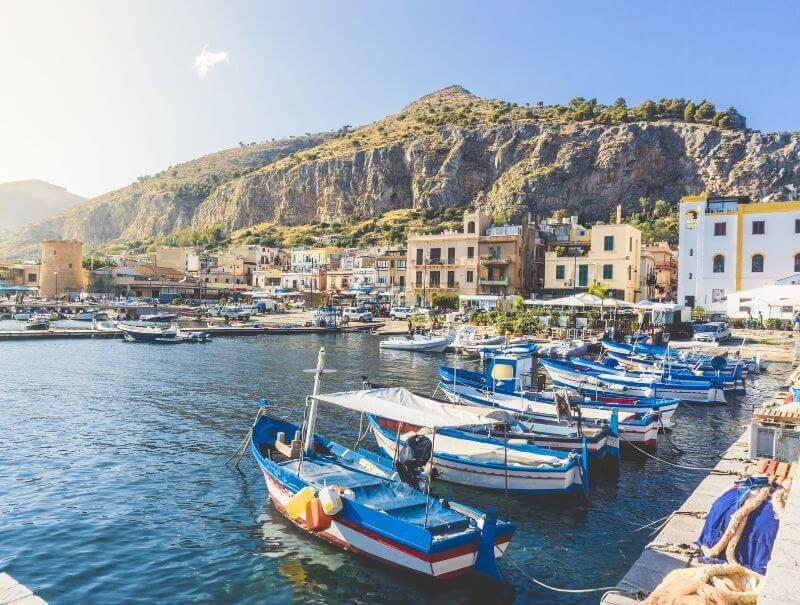 Fischerboote im Hafen von Sizilien