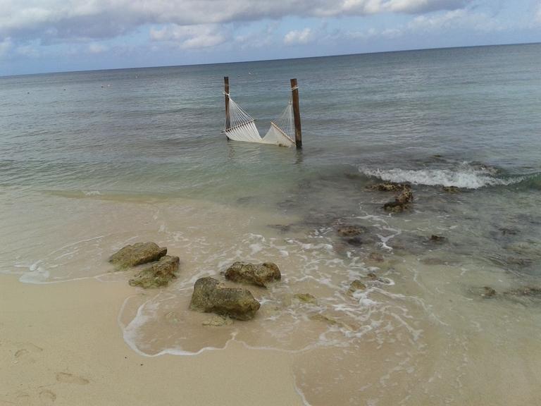 Hängematte im Meer in Mexiko