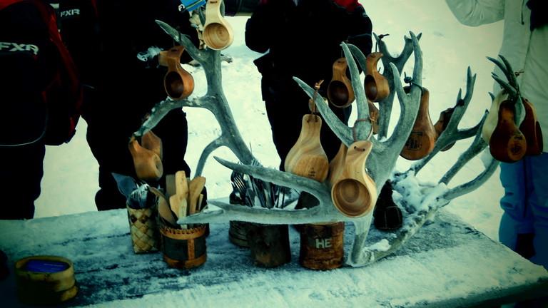 Lappland Kaffee in Holztassen