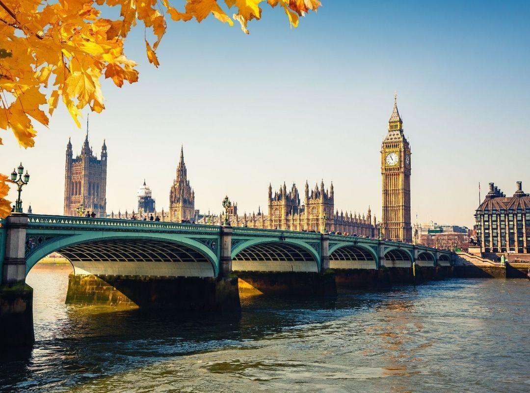 London Themse mit Tower Bridge im Herbst