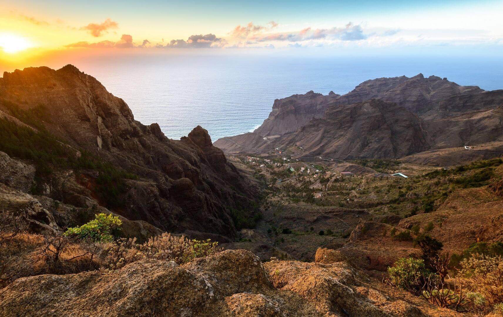 Gran Canaria Sonnenuntergang über Berglandschaft