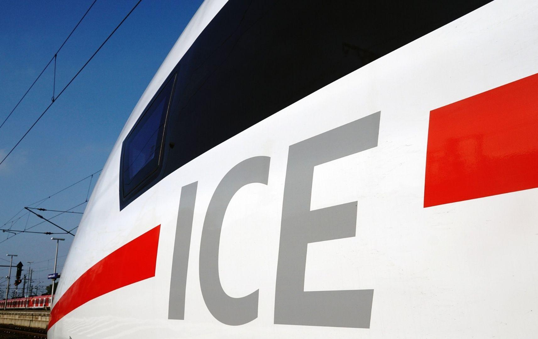 DB ICE Sprinter Triebwagen mit Schriftzug ICE