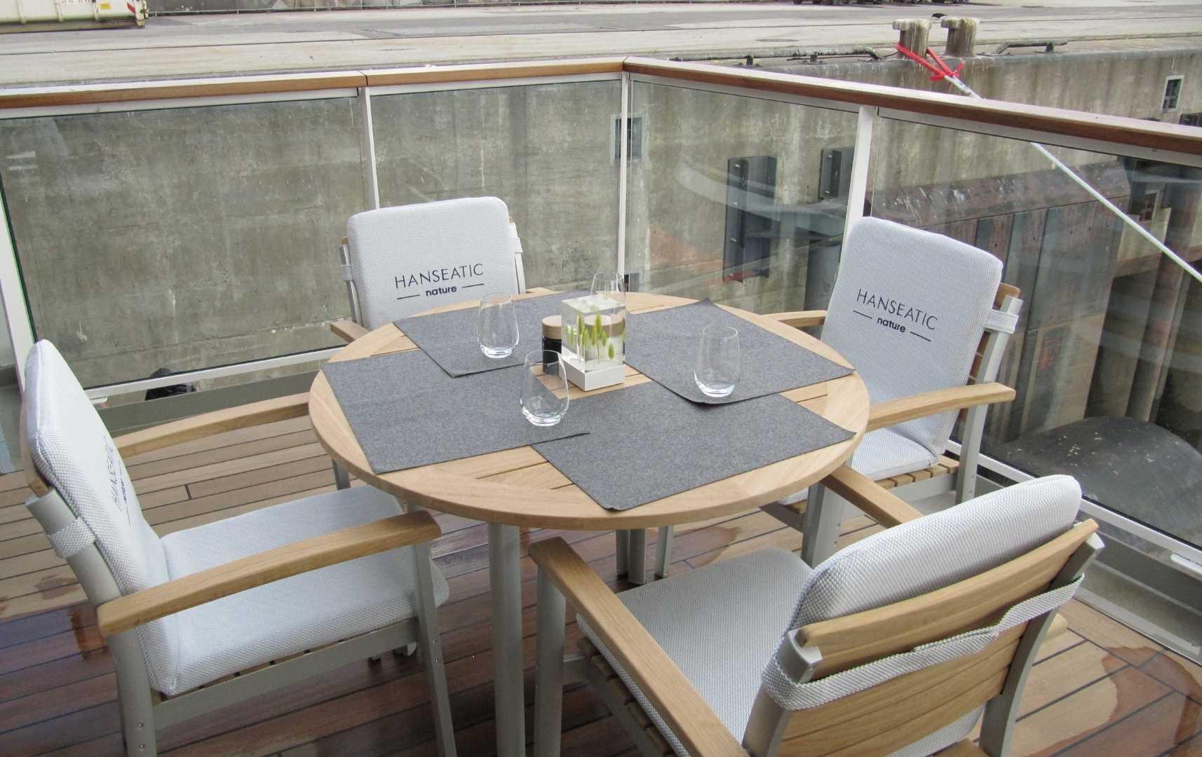 Sitzbereich Restaurant außen - Hanseatic Nature